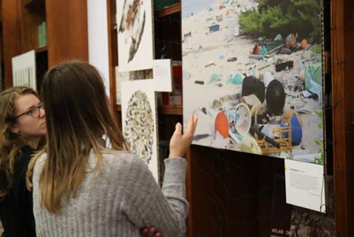 Plastica, prorogata all'Università di Macerata la mostra del National Geographic