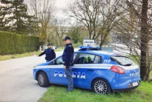Da Gubbio a Fabriano, la Polizia lo multa per oltre mille euro