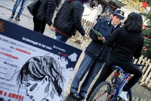 Violenza sulle donne, la Polizia scende in piazza: vicinanza alla popolazione e contatto diretto