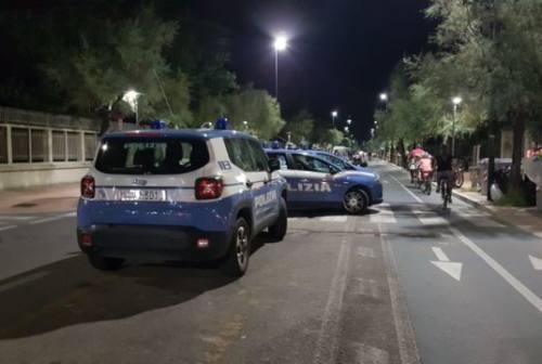 Risse, coma etilico e vandalismi a Pesaro: un vertice per il caos sul lungomare di via Nazario Sauro