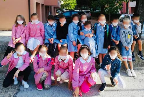 Scuola, il compagno non può vaccinarsi: tutti in classe con la mascherina