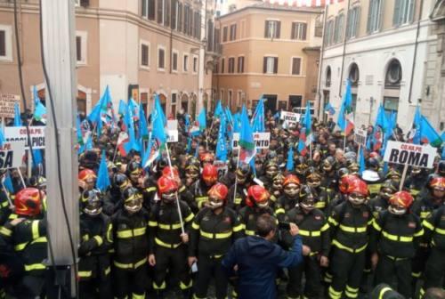 Vigili del fuoco in protesta a Roma. Luconi (Conapo): «Disparità di trattamento inaccettabile»