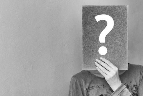 Perché le persone fanno domande inopportune?