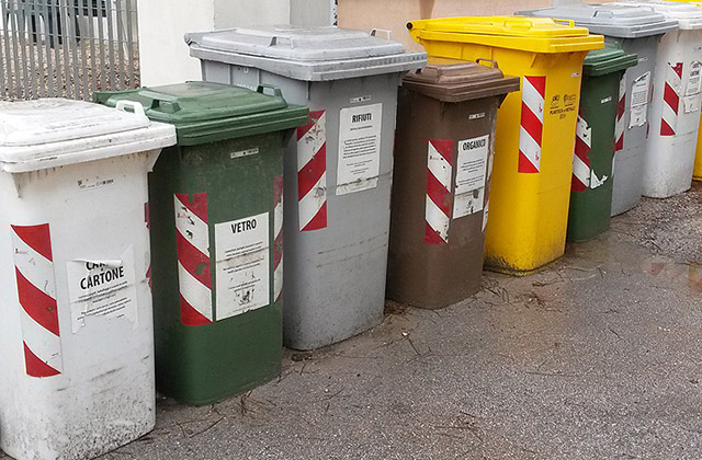 I bidoni per la raccolta differenziata dei rifiuti|
