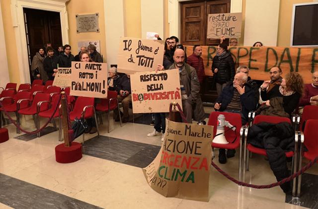 La manifestazione durante il contratto di fiume Misa-Nevola a Senigallia