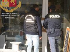 Apposti i sigilli al negozio di cannabis light a Senigallia