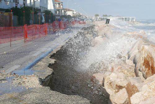 Scogliere contro l'erosione a Montemarciano e Falconara: siglata la convenzione