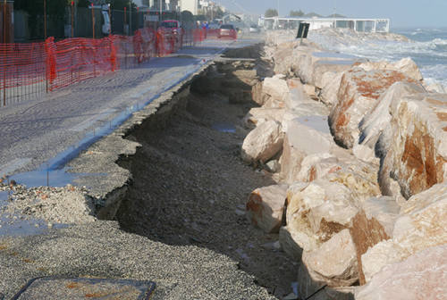Altra mareggiata, altri danni a Marina di Montemarciano (FOTO)