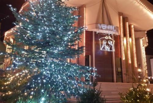 A Numana si accendono le luminarie, Tombolini: «Sicurezza senza rinunciare alla gioia del Natale»