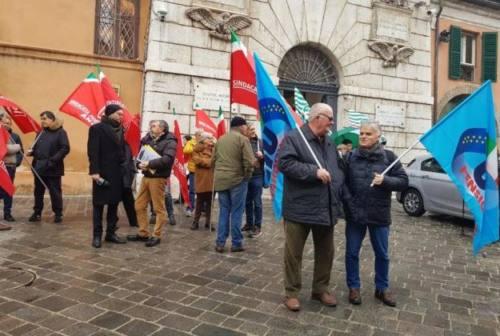 Welfare e non autosufficienza, i pensionati marchigiani manifestano davanti alla Prefettura