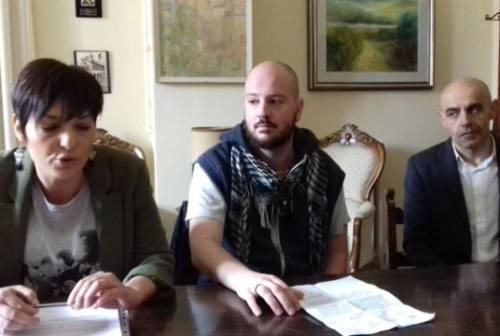 Iscrizione anagrafica dei richiedenti asilo, Jesi in Comune incalza il sindaco