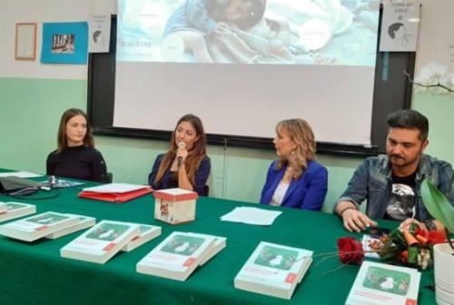 """La giornalista jesina di Rai News Laura Tangherlini incontra gli studenti della """"Borsellino"""""""