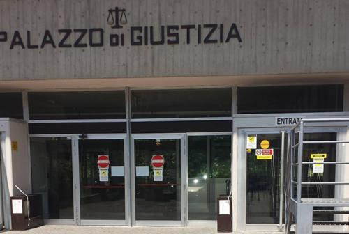 Civitanova, Gdf indaga per droga e trova migliaia di articoli contraffatti
