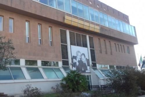 Pesaro, la droga passata in carcere con baci appassionati, coppia a processo