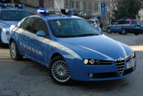 Botte alla compagna, lei lo lascia e lui danneggia l'auto dell'ex: arrestato un 24enne