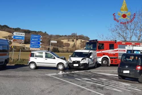 Scontro tra due auto a Pollenza: 74enne trasferito a Torrette