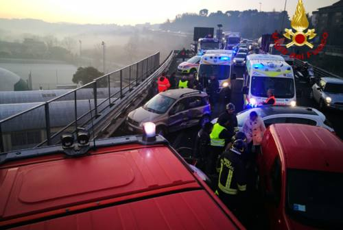 Ancona, incidente sull'Asse ghiacciato. Le opposizioni: «Perché non è stato chiuso?»