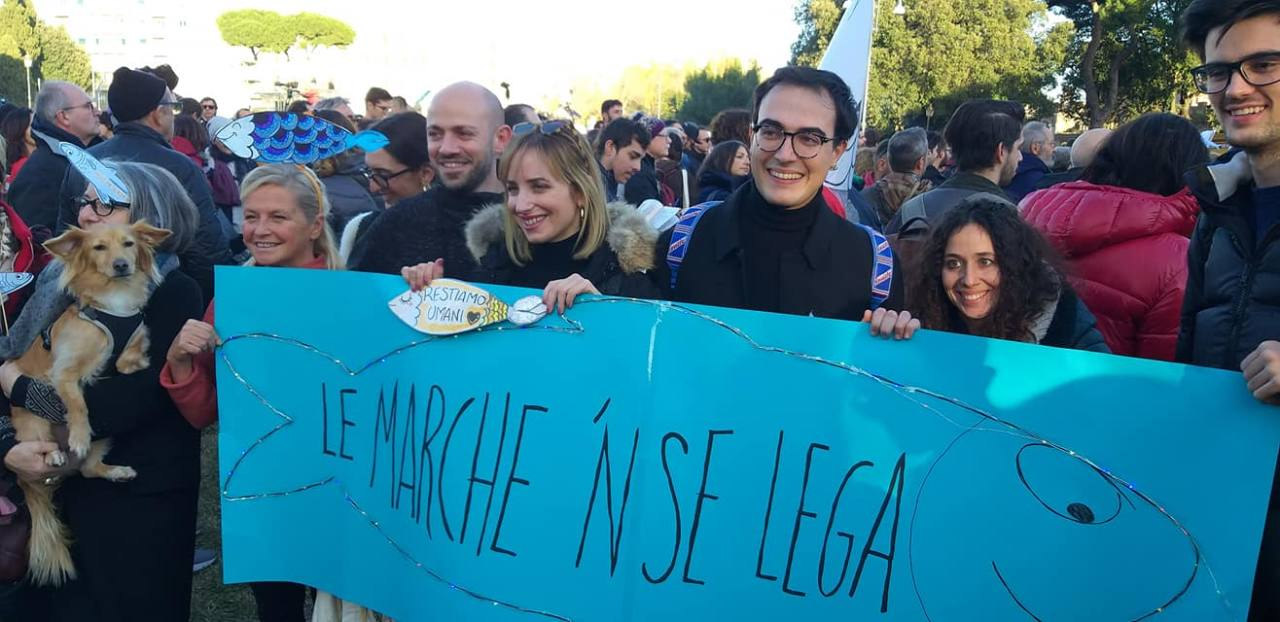 Giorgio Mattiuzzo insieme ad altre Sardine