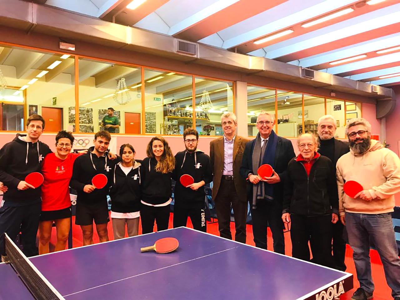 Foto di gruppo con il governatore Luca Ceriscioli e il presidente onorario Coni Marche Fabio Sturani