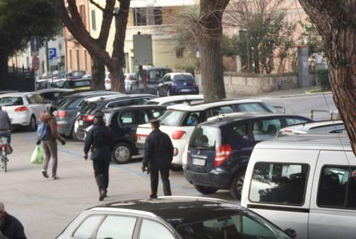 Pesaro, blitz al Carducci contro i parcheggiatori abusivi