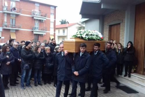 Sandro Paradisi, l'ultimo saluto. «Ci ha lasciato il testimone e ora lo portiamo avanti. Insieme»