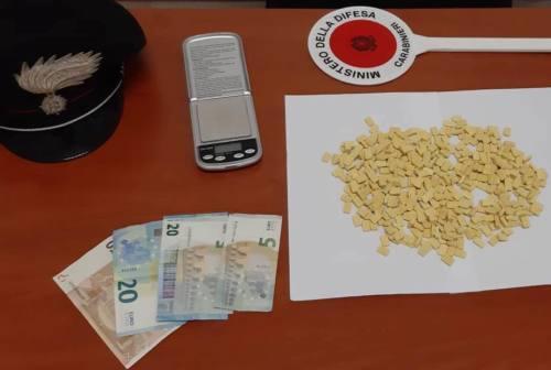 Gabicce: 400 pasticche di ecstasy gettate in un campo, un arresto