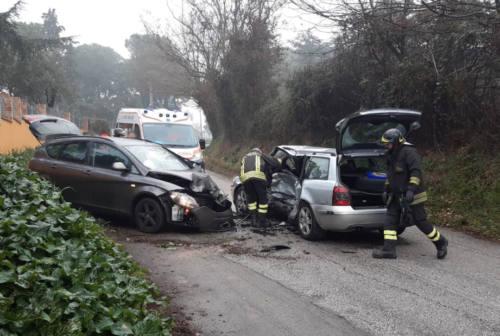 Monsano, incidente stradale fra due vetture: un ferito grave