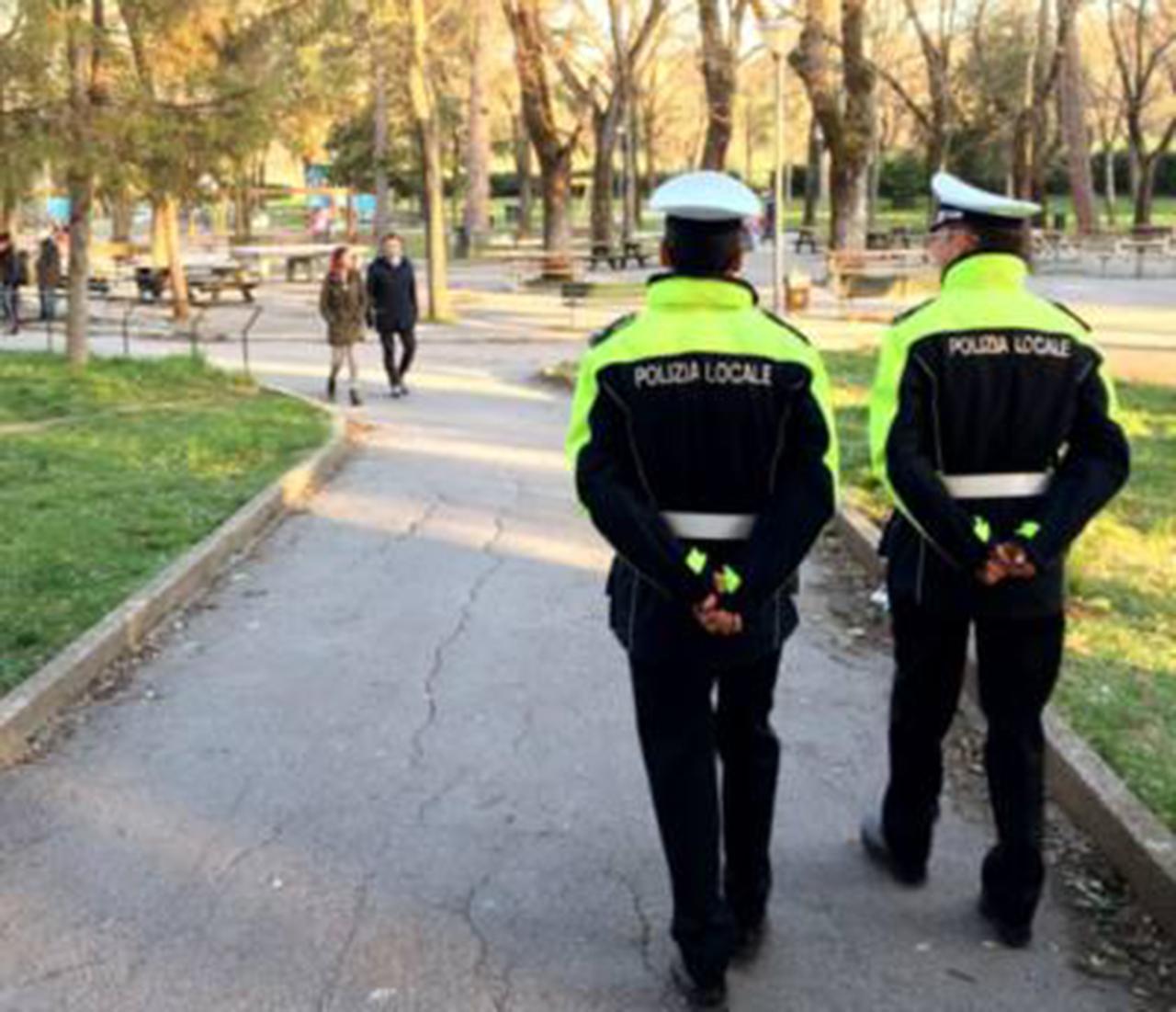 Gli agenti della Polizia municipale di Fabriano