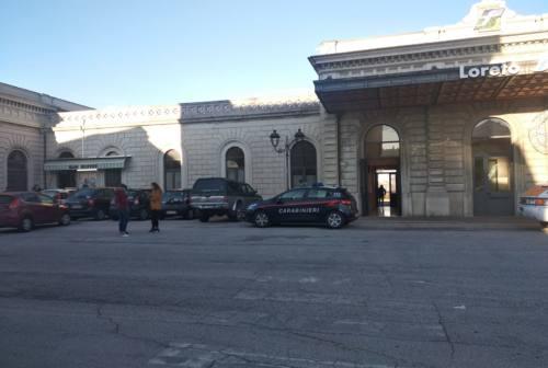 Loreto, tragedia alla stazione: treno investe ragazzino. Muore 15enne