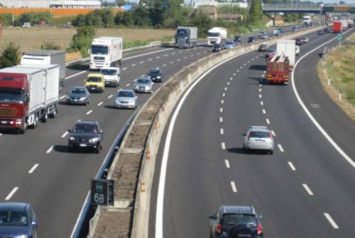 Incidente sull'A14 tra Fano e Pesaro: schianto tra un'auto e un furgone. Sul posto 118, Vigili del Fuoco e Polizia Stradale