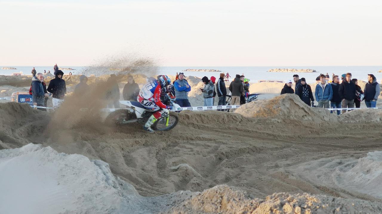 Motocross sulla spiaggia di Senigallia