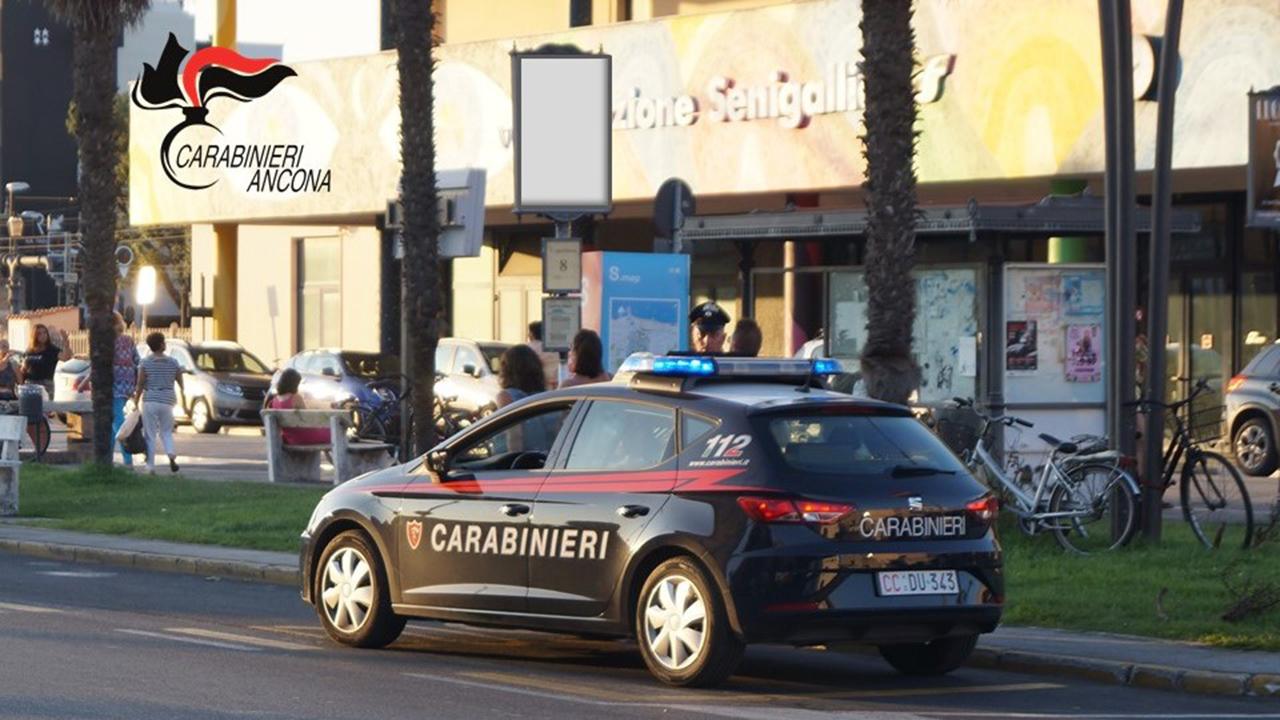 I controlli dei Carabinieri alla stazione di Senigallia