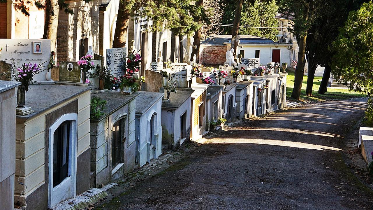 """Il cimitero maggiore """"Le Grazie"""" di Senigallia: le tombe ipogee"""