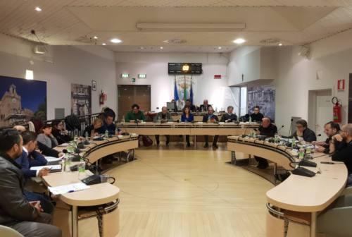 """Falconara, il consiglio comunale lancia la """"Vertenza Petrolio"""" per chiedere finanziamenti e prevenzione"""