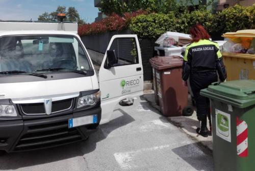 Rifiuti abbandonati o nei bidoni errati, 40 mila euro di multe a Camerano