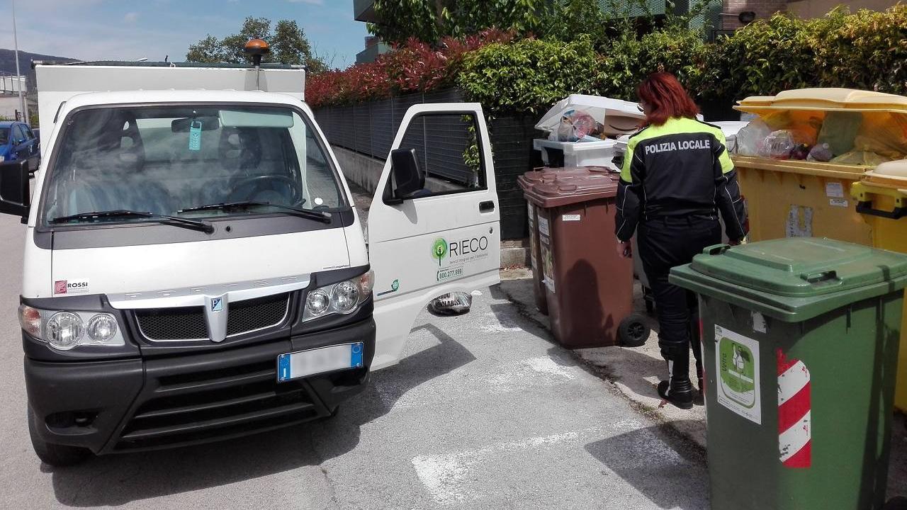 Le operazioni di controllo dei rifiuti a Camerano