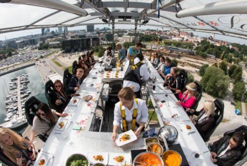 Una cena sospesi a 50 metri di altezza: arriva a Pesaro Dinner in the sky