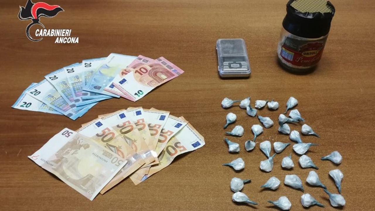La droga sequestrata all'arrestato di Ostra