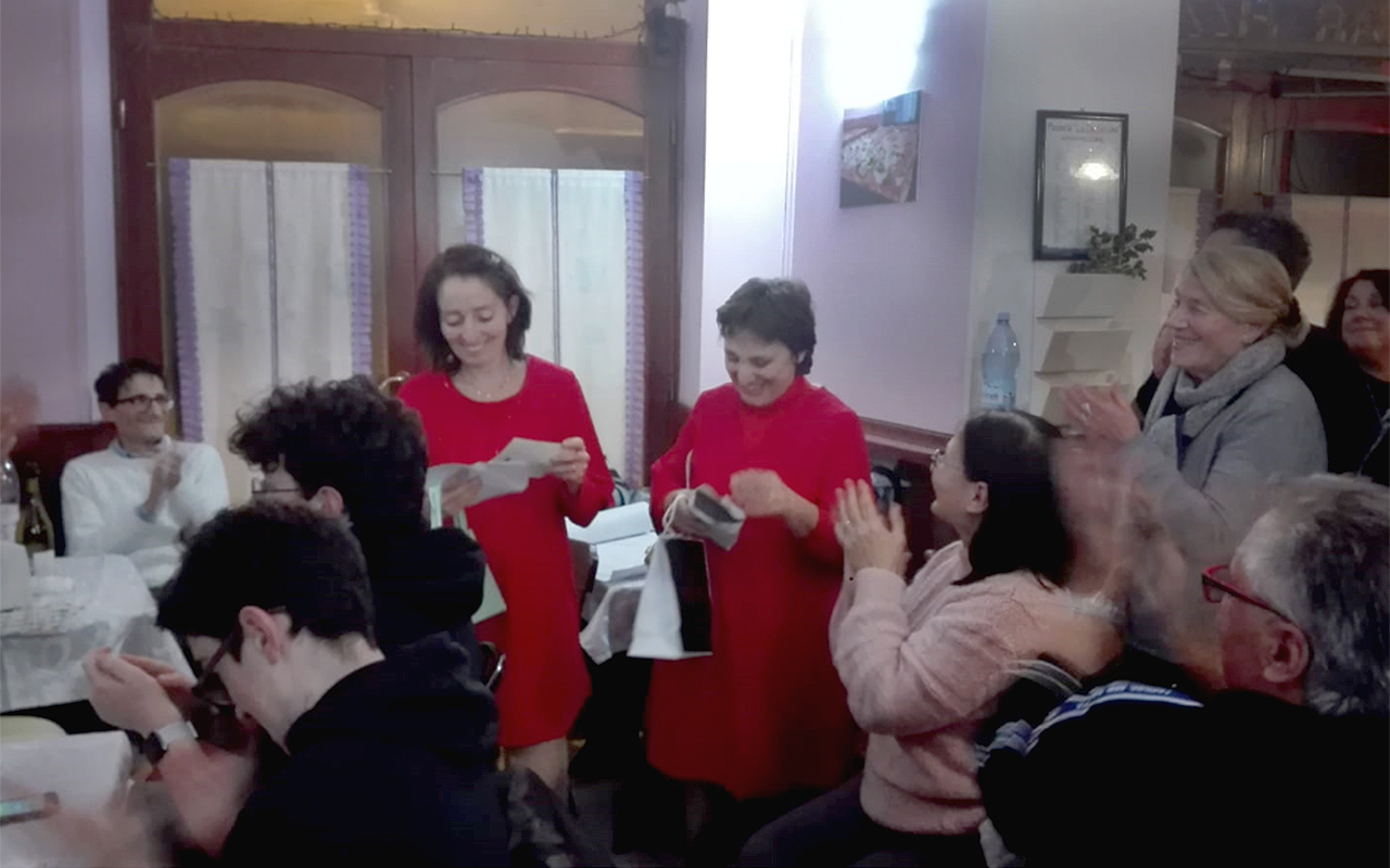 Festa a Ostra con le titolari della pizzeria La Tentazione