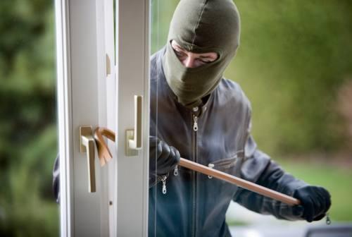 Pesaro, ladri a Villa Fastiggi mettono a segno un colpo e ne tentano un altro