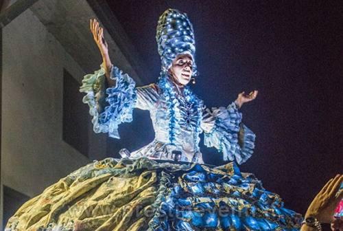 Ad Ancona torna El Carnevalò. Ospite la cantante lirica gigante Madame Operà