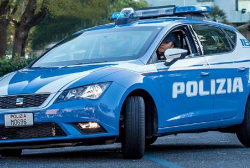 Senigallia, minaccia il suicidio: salvato dai poliziotti
