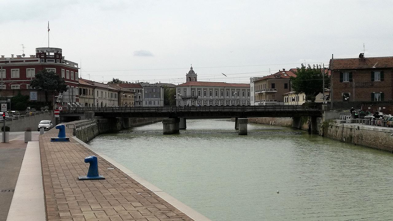 Il centro storico di Senigallia visto dal porto