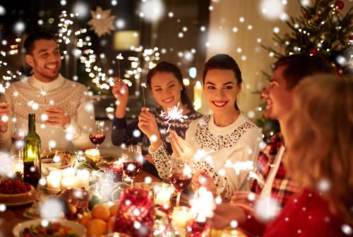 Natale e Covid, l'infettivologo: «Anziani a rischio, attenzione alle regole»