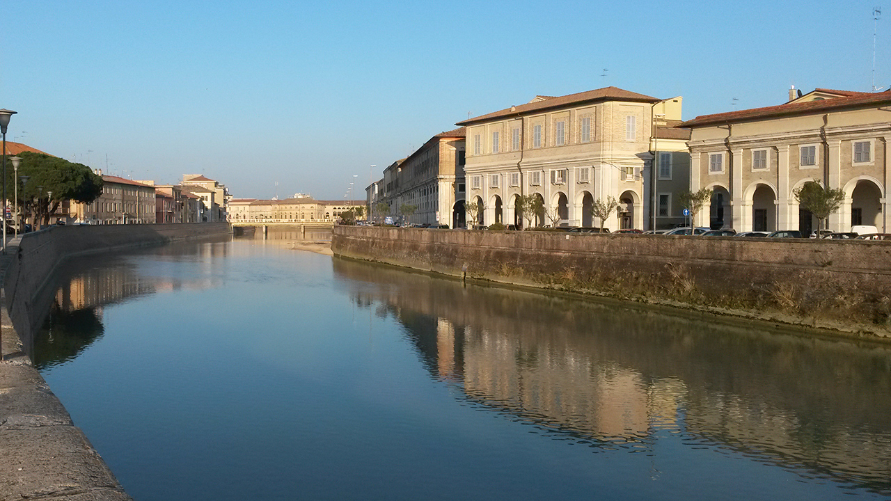 Il fiume Misa in centro storico a Senigallia