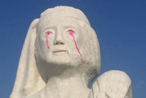 Imbrattata la statua di S.Andrea al porto di Senigallia