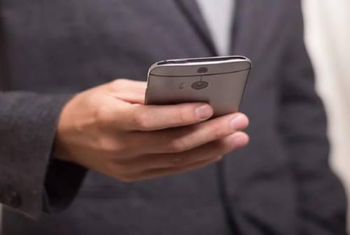 Jesi, le porte del Comune si aprono su smartphone