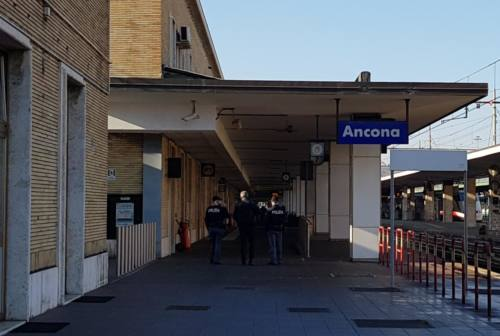 Documenti falsi per espatriare: arrestato sul treno