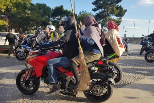 Befana tra rombi e sorrisi. Al Salesi di Ancona la vecchina arriva in sella alle moto