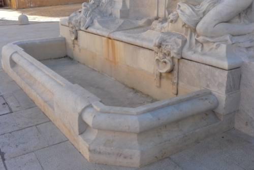 Jesi, torna l'acqua nella fontana del monumento a Pergolesi
